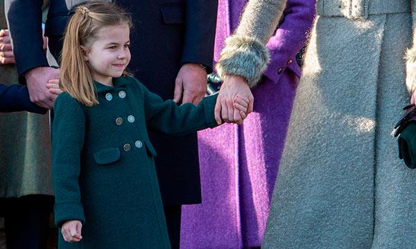 abrigo de diseño español de la princesa Charlotte